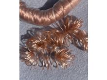 Волосы кудрявые в ленте